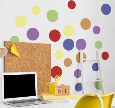 几何圆屠夫与不同的纯色设计。儿童卧室空间的装饰创意。它由高质量的乙烯基制成。