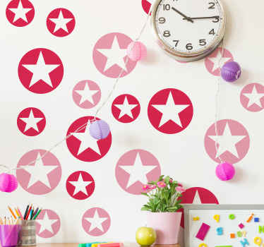 子供部屋の装飾のための美しい実例星の壁のステッカー。製品は高品質で、薄片の表面に簡単に適用できます。