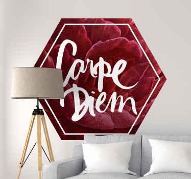 装飾的な赤い花のテクスチャの六角形の背景デザイン、白い色の「カルペディエム」の碑文。適用が簡単で、どのサイズでも利用できます。