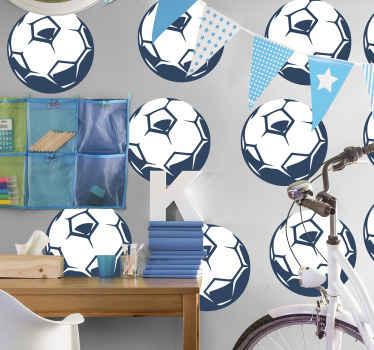 サッカー愛好家のための装飾的なサッカーボールスポーツステッカー。このデザインは異なるサッカーボールで構成されており、10代の寝室に最適です。