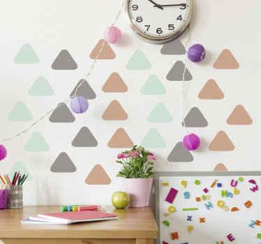 简单的装饰几何三角形形状贴纸,以特殊方式美化孩子们的卧室空间。它易于应用且质量最佳。