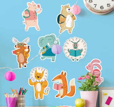寝室スペースのための装飾的な実例となる子供の壁のステッカーの装飾。学生を描いた様々な動物キャラクターが特徴です。