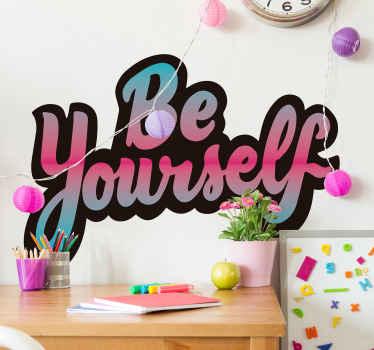"""Aici este un decolativ decorativ de vinil cu text motivațional care spune """""""" fii tu însuți """", este proiectat cu un stil de caractere uimitor și în multicolor."""