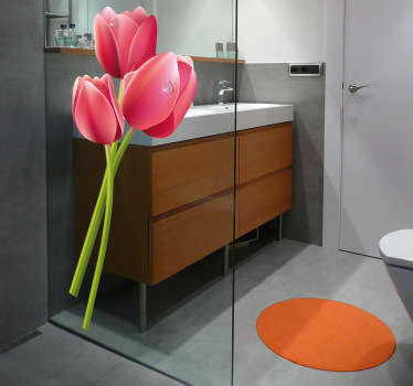 Refrescante adhesivo decorativo ideal para la cristalera de tu ducha. El rocío de la mañana se dibuja con varias gotas en los pétalos de estos tulipanes.