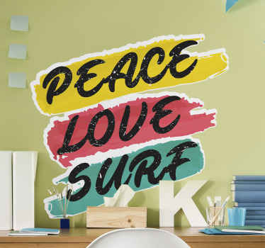"""简单的运动文本乙烯基贴纸,带有彩色背景,可以极大地改善您的空间,尤其是对于冲浪者而言。它的文字说""""和平爱冲浪""""。"""