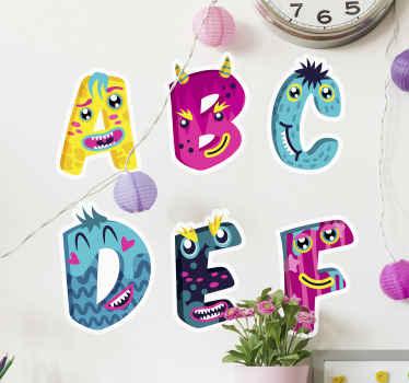 子供たちがアルファベットを学ぶための美しい壁アートデカール。それはモンスターの外観で驚くべき色のアルファベットで異なるアルファベットを持っています。