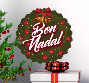 """Pegatina formada por el diseño de una verde corona con el texto en su interior de """"Bon Nadal"""". Descuentos para nuevos usuarios."""