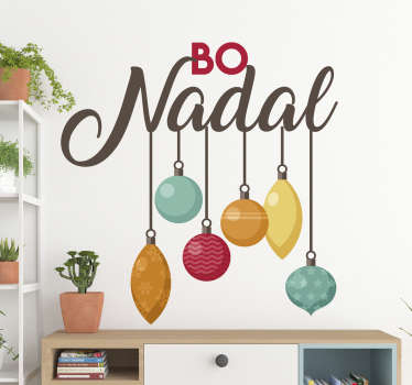 """Fantástica pegatina con el texto en gallego de """"Bo Nadal"""" y algunas decoraciones navideñas colgando de este. Atención al Cliente Personalizada."""