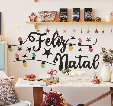 """Autocolante com a frase """"Feliz Natal"""" acompanhada de coloridas luzes e umas bonitas estrelinhas que fará as maravilhas desta quadra natalícia!"""