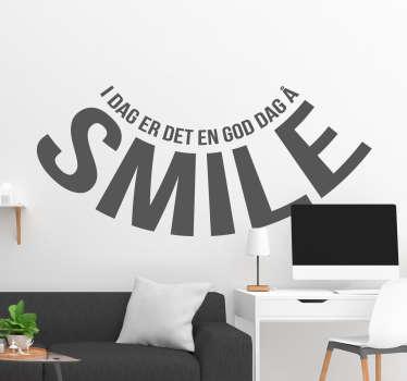 Dette smilemerket for hjemmet er perfekt til å dekorere rommet ditt. Det viser at hver dag er en god dag å smile, og du kan velge farge selv.