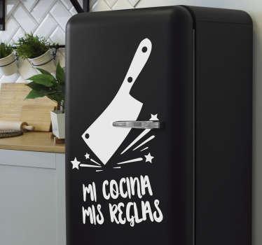 """Maravilloso vinilo texto para nevera con frase """"MI COCINA MIS REGLAS"""" con el que decorarás tu cocina de forma divertida reflejando tu personalidad."""