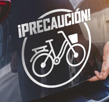 """Compre y aplique este vinilo de ventana de automóvil de ciclista creado con una bicicleta y un texto que dice """"precaución de ciclismo"""". Puedes tenerlo en cualquier color."""