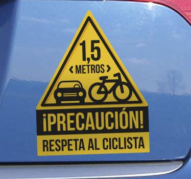 Vinilo autoadhesivo fácil de aplicar con frase 'precaución! con el que recordarás a todos los conductores que se respete a los ciclistas. Fácil de colocar.