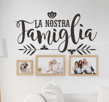 """Scritta adesiva per la casa """"la nostra famiglia"""""""