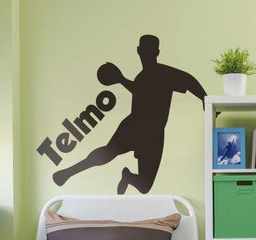 Fantástico vinilo decorativo de deporte con nombre personalizable y un jugador saltando haciendo remate para marcar. Fácil de colocar.