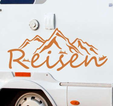 Reisewohnwagen reisen wandtextaufkleber mit dem besten vinyl, das sich leicht auf jede oberfläche kleben lässt. Dies ist ein design mit text, berg und vegetation.