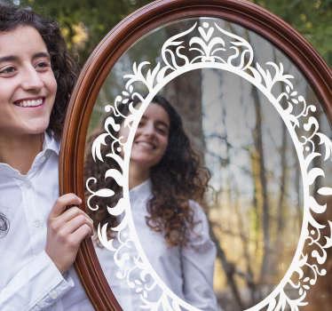 Un autocollant de cadre de bord de miroir décoratif blanc conçu juste pour servir votre objectif de surface de miroir unique et bien définie avec beauté. Facile à appliquer.