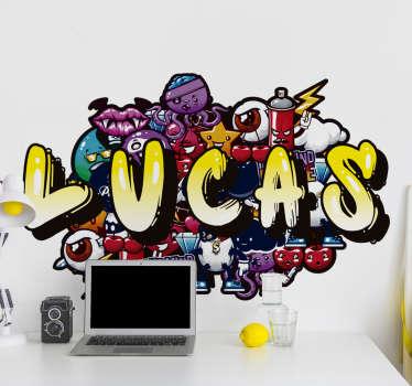Un autocollant urbain de nom coloré graffiti qui peut un nom de votre choix. Ce produit est conçu avec des personnages robots que les enfants adorent.