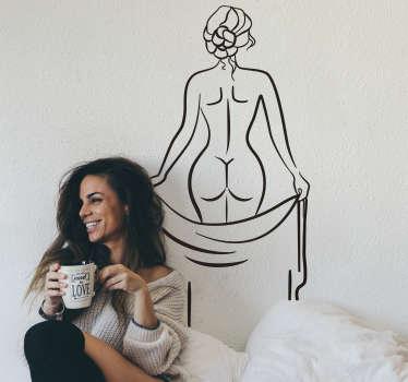 Een zelfklevende sticker ontwerp voor de achterwand van een volwassen dame van een naakte dame in een tekenstijl om een erotisch en sensationeel gevoel in de slaapkamer te creëren.