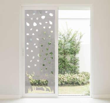 半透明的鹿动物窗户贴纸,适用于家里的所有镜子和玻璃表面。这种设计非常容易应用于任何表面。
