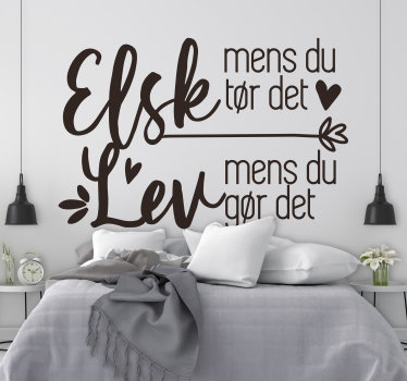 En kærlighed væg tekst dekal til stue og soveværelse, som du har brug for at forskønne dit hjem for at skabe en romantisk atmosfære med din familie. Nemt at anvende.