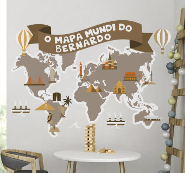 Magnífico autocolante decorativo mapa mundo para crianças em estilo vintage e com nome personalizável é perfeito para decorar o quarto dos mais pequenos.
