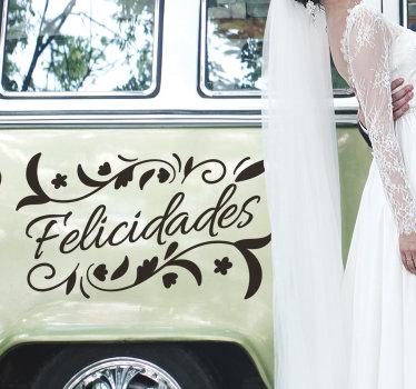Decora tu coche para el día de tu boda con este nuestro texto de felicitación con vinilo decorativo floral de boda que puedes tener en el color y tamaño que prefieras.