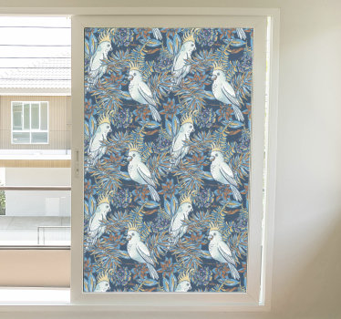Koop onze decoratieve zelfklevende raamsticker gemaakt met vogels die aan bloemen hangen in een mooie kleur die mooi zal zijn op uw raamoppervlak.