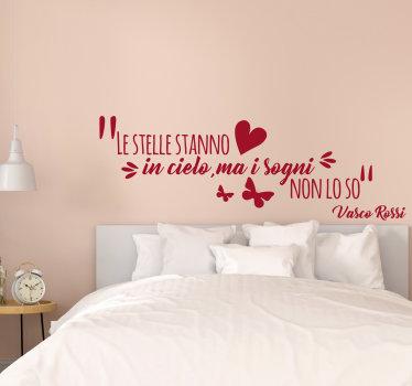 Adesivo da parete per camera facile da applicare con citazione di Vasco Rossi con farfalle e cuore che adorerai. Puoi esplorare il design in qualsiasi colore.