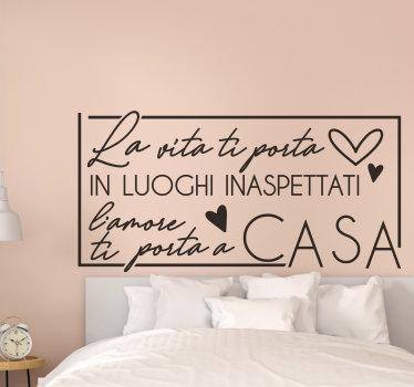 Adesivo da parete citazione casa e amore  facile da applicare per la casa con citazione d'amore che adorerai. Puoi sceglierlo in qualsiasi colore tu preferisca.