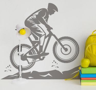 Un diseño de vinilo de silueta de ciclista de montaña para decorar la superficie de la pared en el hogar. El diseño está disponible en diferentes colores.