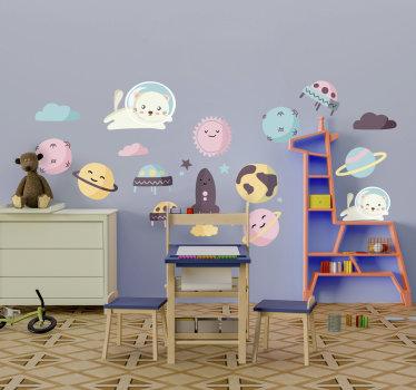 Compre nuestro vinilo decorativo para niños con elementos espaciales y personajes de dibujos animados. Está disponible en diferentes tamaños.