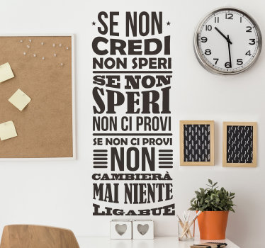 Una sticker di testi di canzoni con contenuto di messaggio motivazionale. Il design è stato creato con un carattere ben disegnato in stile verticale.