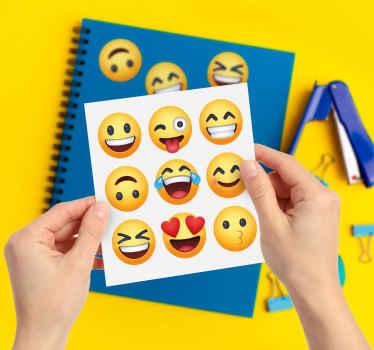 Diseño de vinilo pared de emoji sonriente para aplicar en cualquier espacio de elección. El diseño está disponible en diferentes opciones de tamaño.
