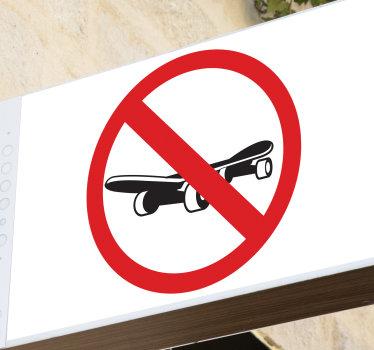 Vinilo de señalización prohibido patinar que da una señal de advertencia . Diseño utilizado para mantener el área de actividad bajo control.