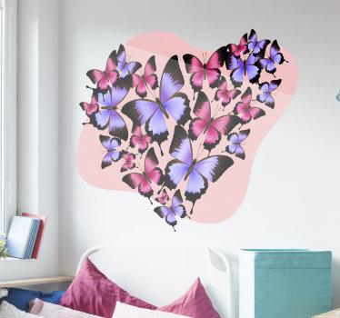 Disegno adesivo da parete di farfalla a forma di cuore per abbellire qualsiasi spazio della casa. Un design multicolore decorativo per qualsiasi superficie piana.