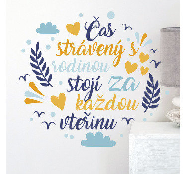Design domácí nástěnné nálepky v mnohobarevném stylu s okrasnou květinou a vystupující na kulatém povrchu s textem o rodině.