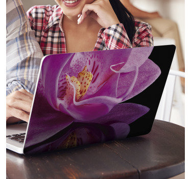 Skin decorativa per laptop design in vinile di una colorata pianta di fiori di orchidea per coprire l'intera superficie di un laptop. Facile da applicare.