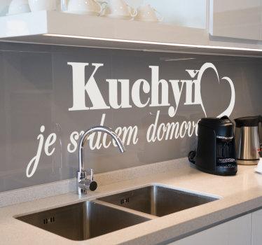 """Kuchyňská nálepka na zeď vytvořená s textem """"kuchyně je srdcem domova"""" a má na ní krásný tvar srdce. Dostupné v barevných možnostech, které si můžete vybrat."""