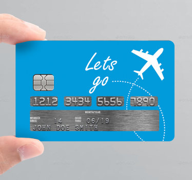 """装饰信用卡乙烯基贴花,上面有一个旅行主题的设计。它有一架测试为""""让我们去旅行""""的飞行飞机。"""