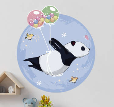Vinilo decorativo para bebés con el diseño de un panda volador con globo sobre un fondo multicolor. Fácil de aplicar sobre cualquier superficie plana.