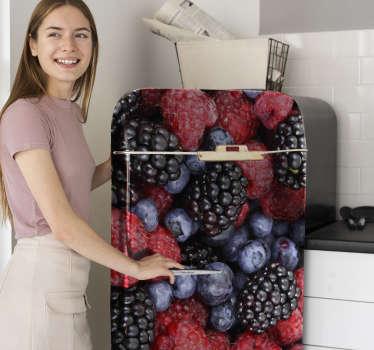 Decora la superficie del refrigerador con este vinilo de bayas azules diseñada para cubrir toda la superficie. Envío a domicilio.