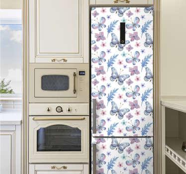 Sticker décoratif pour réfrigérateur avec la conception de papillons sur des fleurs violettes. Achetez-le dans n'importe quelle taille qui s'adapte à la surface de votre réfrigérateur.