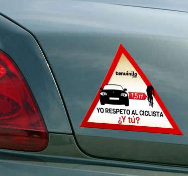 Si eres un respetuoso conductor de coche y mantienes la distancia de seguridad con los ciclistas que circulan por la carretera, házselo saber a los demás con este adhesivo de advertencia.