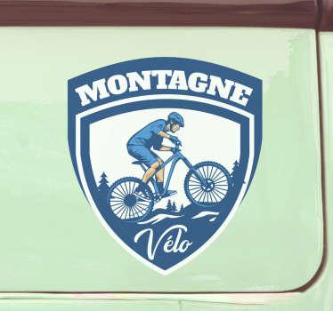 Sticker voiture pour décorer n'importe quelle surface de votre véhicule. Il est conçu avec un cycliste dans les montagnes et peut être utilisé sur n'importe quelle surface plane.