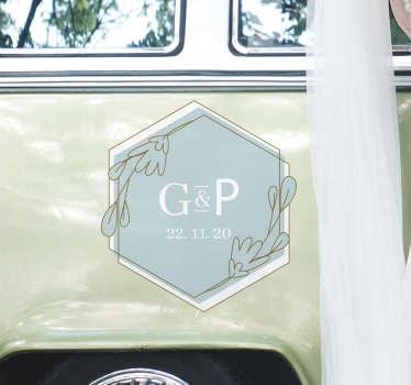 Décorez votre véhicule avec ce sticker mariage personnalisable avec le nom des mariés ainsi que la date de l'événement. Application facile !