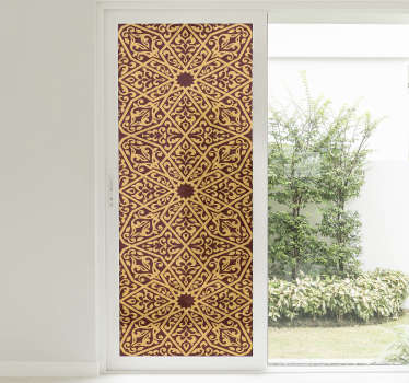 Un vinilo para ventana con diseño oriental diseñado en un rico fondo de color y estilo decorativo para cualquier superficie de ventana.