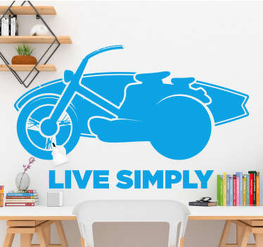 """Dekoratív motorkerékpár sport falimatrica, amelyen az """"élő egyszerűen"""" szöveg szerepel, bármilyen színben vásárolhatja a rendelkezésre álló színek egyikéből. Könnyen alkalmazható."""
