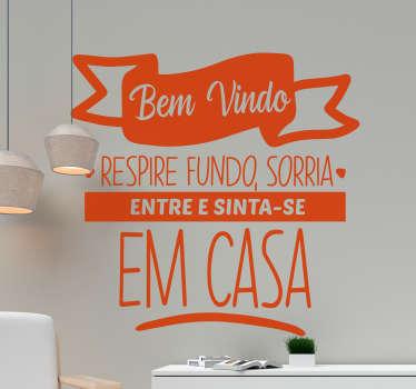"""Vinil decorativos de texto de boas vindas para aplicar na parede do hall de entrada com o texto """"Bem-vindo, respire fundo, sorria. Entre e sinta-se em casa""""."""