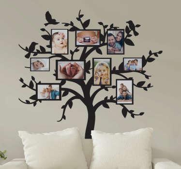 带有家庭框架墙贴纸的树,您可以在上面贴上可爱的记忆照片。它有不同的颜色和尺寸选项。